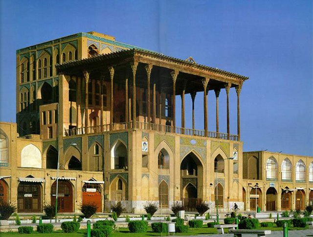 a tour of esfahan essay